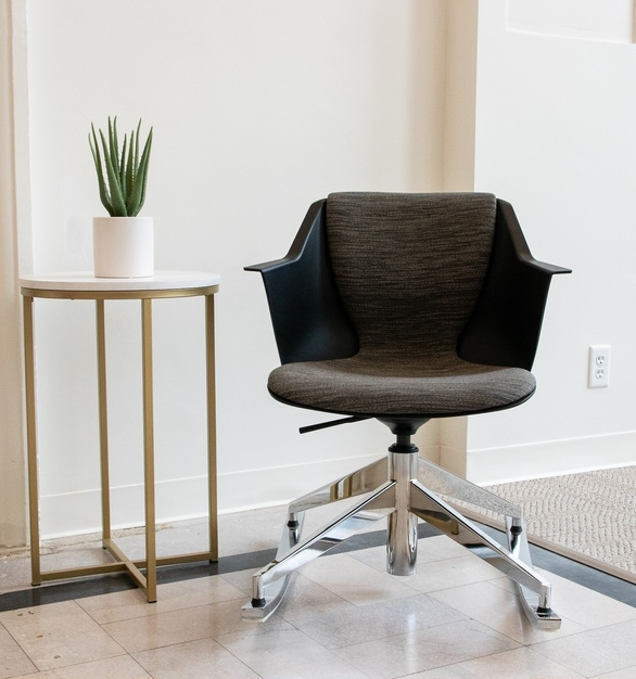 OM Seating Mortarr Headquarters Werksy Rocker Height-Adjustable + Swivel + Rocker with Auto-return cylinder