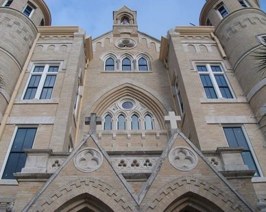 St. Cloud Window Inc. worked closely in conjunction with Flume Building Specialties and Kell Muñoz Architects to match the historic sightlines, the architectural integrity of the turret windows, and the custom triple color painted finish.