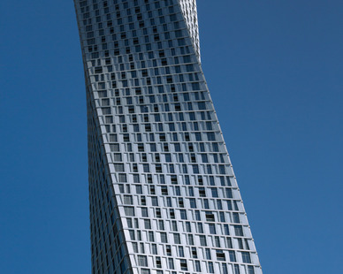 Cayan Tower is the world's tallest true twisting building. While the skyscraper's 73-floor plates are all identical, each is slightly rotated against the story below it, resulting in a full 90-degree twist over the course of the tower's 307-meter rise. 