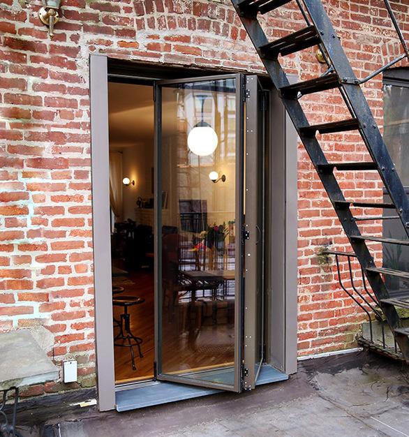 Paul Done folding patio doors 00104