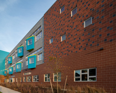 The mixture of different brick finishes gives character and great aesthetics to the exterior of your building. Irwin M. Jacobson Elementary School's window system was provided by Pella and use their Architect Series® Traditional fixtures.
