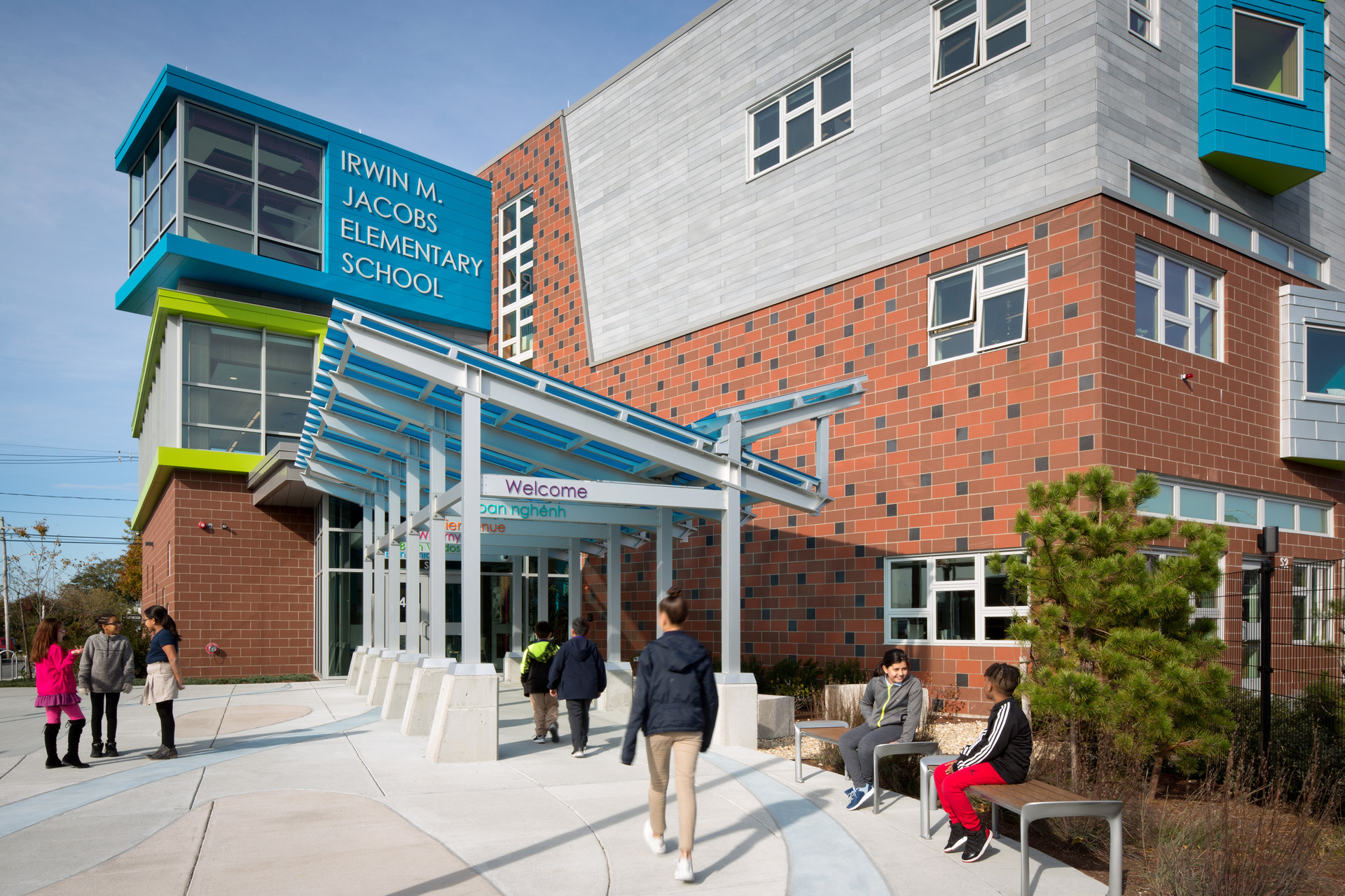 The main school entrance at Irwin M. Jacobson Elementary features a walkway canopy and eye-catching window systems by Pella, using their Architect Series® Traditional windows.