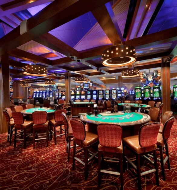 Hard Rock Hotel Poker Room in Miami, Florida featuring the MHF as the middle reveals and MLU-100 as corner protection for the columns.