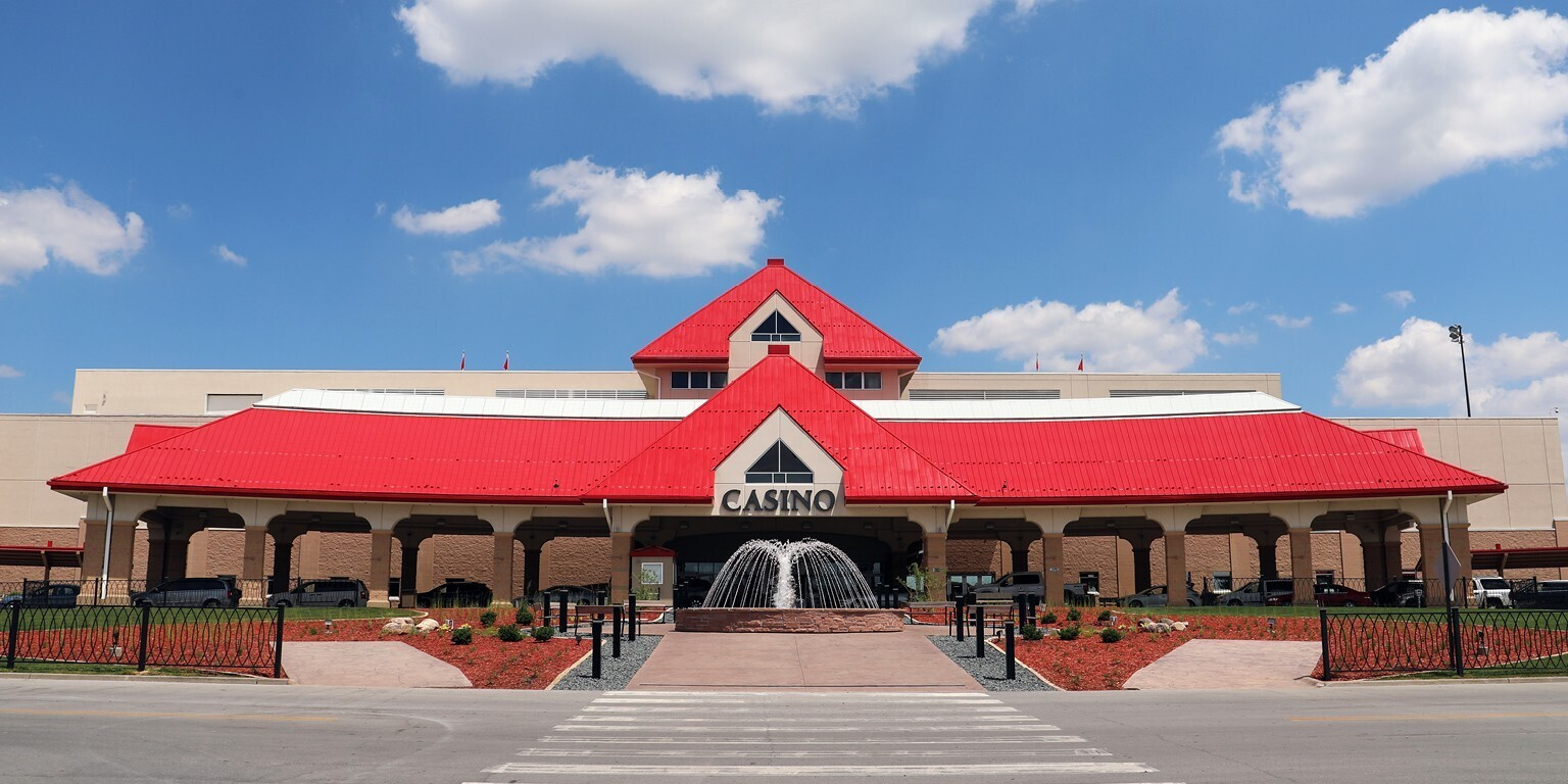The Prairie Meadows Casino chose our N-R-G-FLOR® System to accommodate all power & data fed from below, in conjunction with low volume fresh air throughout the space. This system utilizes a custom trench in the theater which requires quick turnaround for different venues.