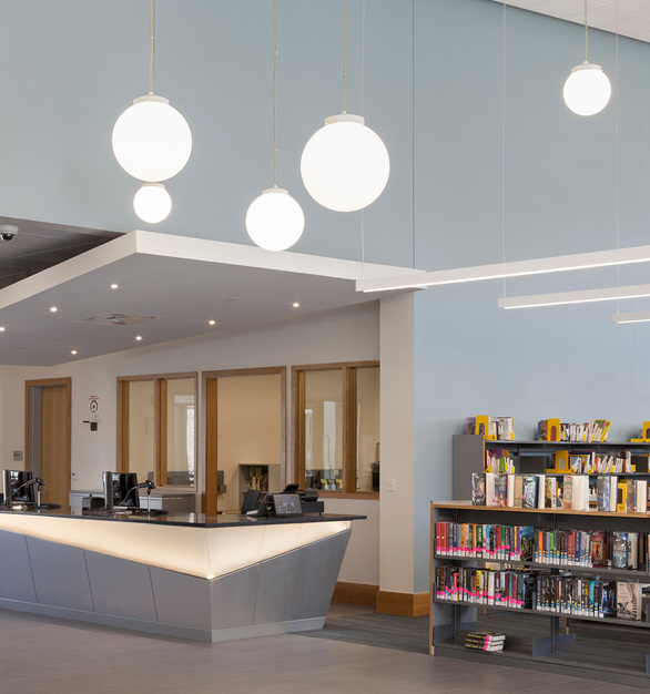 Suspended 25 feet from the ceiling throughout the library, the luminaires illuminate library shelving stacks, while also providing bright general lighting.