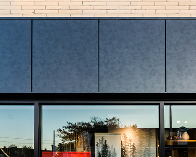 Pure + FreeForms Wet Seal Plate Wall Panel System finished in their stunning Hot Rolled Ultra Gloss is featured on the exterior of this West Elm retail location.