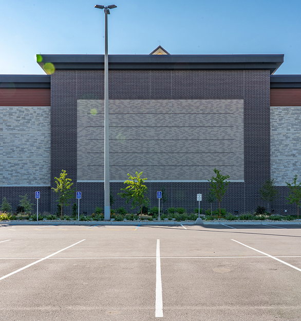 This Sheels location opted for a Pure + FreeForms high-performance aluminum woodgrain cladding on the entrances as well as a feature material in various areas of the facade.