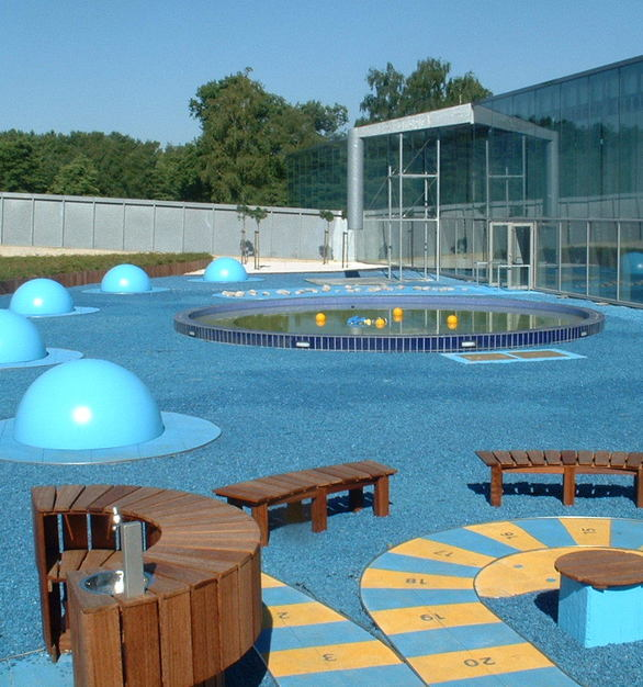 Quartz Carpet used their Modern Seamless Epoxy floor to create the perfect wet activity outdoor space.