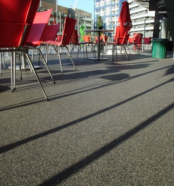 Quartz Carpet used their Modern Seamless Epoxy floor to create an outdoor space for this restaurant.