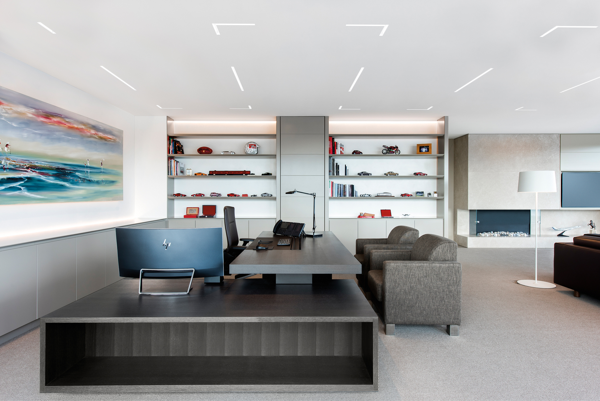 Notch 1 delivers a wide variety of trim and endcap options, adding subtle punctuation of the ceiling plane. Extruded aluminum trim designs provide an easy installation with precise fit and finish in drywall or grid ceiling systems.