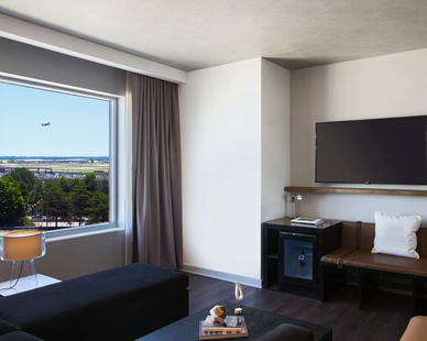 Guestrooms and suites feature a whimsical style of contemporary design paired with the latest technology. Technology that provides the luxury of quiet with SCW900 Series triple glazed windows, designed for long-term exceptional acoustic performance.
