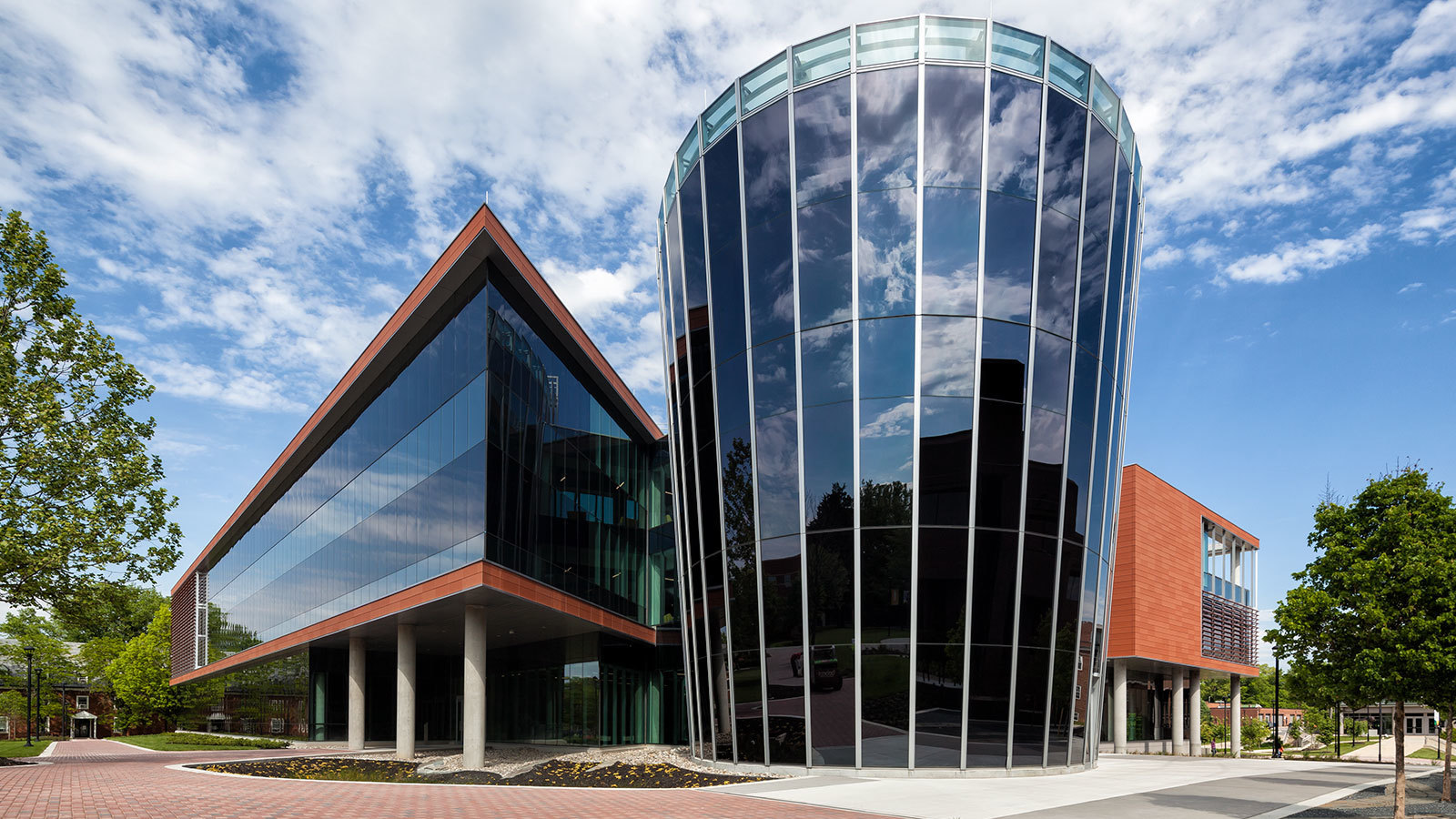 Bowie State and architects Perkins + Will incorporating more than 25,000 square feet of electronically tintable SageGlass® into the Center for Natural Sciences, Mathematics and Nursing, including a large south-facing curtain wall.