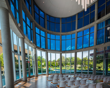 Bowie State incorporated about 25,000 square feet of electronically tintable SageGlass® into their Center for Natural Sciences, Mathematics and Nursing. Featured here is the large southern facing curtain wall.