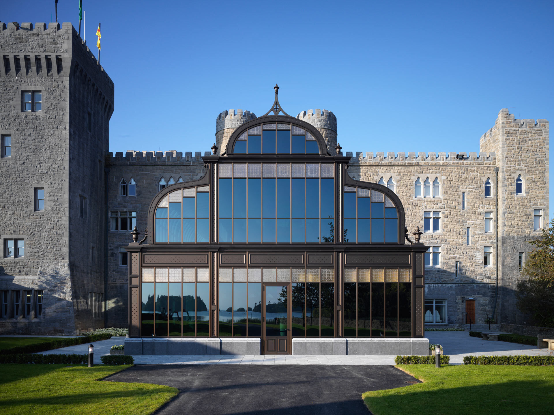 By installing SageGlass® in its spa, Ashford Castle has admirably combined history and modernity. Its clients are now able to experience a more enjoyable and comfortable stay when utilising its swimming pool and sports facilities due to the prevention of excess glare and unwanted solar heat gain.