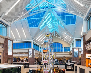 SageGlass® darkens and lightens in response to the sun, providing the optimal amount of natural light throughout the entire day, keeping the shoppers and staff at the Johnstown, Colorado SCHEELS consistently comfortable.