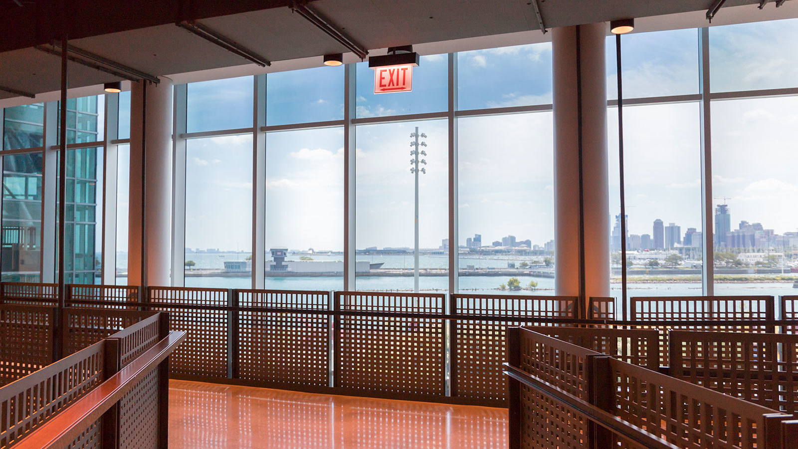 Thanks to SageGlass®, the visitors to The Yard at Chicago Shakespeare enjoy unobstructed views of Lake Michigan in a stunning interior space that is free from uncomfortable heat and glare.