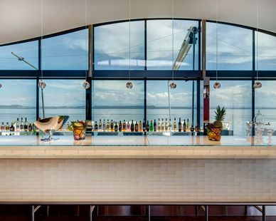 WAVES sits inside a glass enclosure with sliding doors. To allow the space to be used comfortably all year, and to comply with strict energy standards, solar protection was required. The traditional solution, blinds or shades, would have been difficult to install due to the undulating form of the structure and exposure to the wind when the sliding doors are open would have made them difficult to operate and maintain.