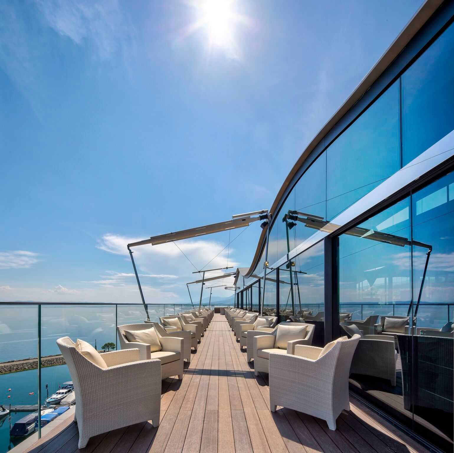 Architect Pierre Studer chose SageGlass to preserve the beautiful view year-round smart glass tints automatically in response to outdoor conditions to provide heat and glare control while maintaining unobstructed views to the outdoors.  A system of sliding doors that incorporate SageGlass was designed with Vitrocsa SA to allow access to the terrace overlooking the lake.