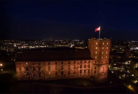 For decades, the castle has been illuminated by conventional discharge lamps, which is a costly affair in regard to both power and maintenance. Therefore, Business Kolding and the Municipality of Kolding decided to implement a new and more up-to-date lighting solution using SGM luminaires.