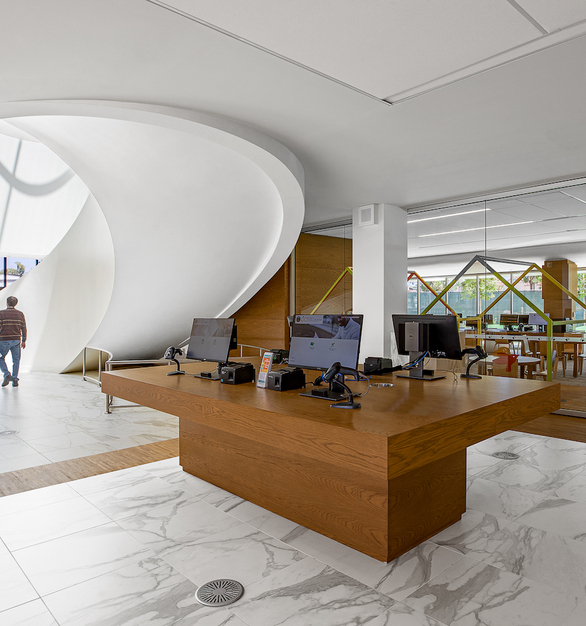 Upon entry of the library, the skylight atrium and lobby area is illuminated with natural light and welcomes visitors into the space.