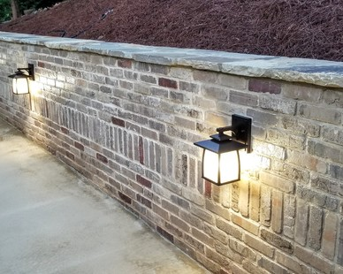 Speedymason can help define your landscaping and outdoor aesthetic. Constructed of high grade fiber and composite material, Speedymason provides the aesthetic, durability, and strength to your next or existing retaining wall project.