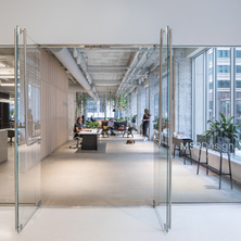 stahl-construction-general-contractor-msr-design-corporate-office-interior-design-main-entrance-glass-doors