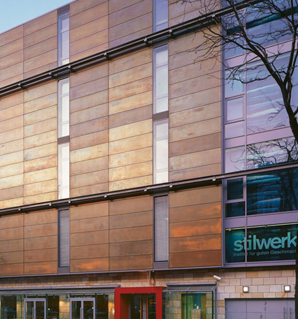 Rectangular, insulated sandwich panels with copper alloy exterior were mounted by clips and hidden screws to a stainless steel support structure, creating a fully ventilated façade.