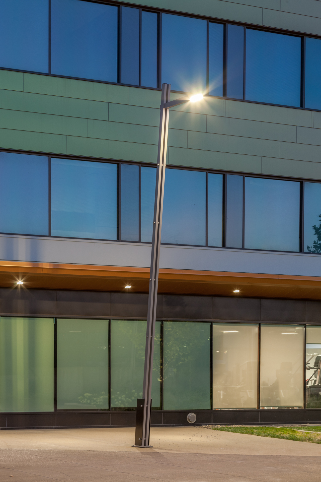 Close-up view of the Tandem Tilt with a mounted LED luminaire at 4220 Duncan Avenue. The modern design and beautiful aesthetic complement any modern exterior design.