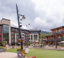 Structura Center Plaza Snowmass Colorado Exterior Outdoor Activity Courtyard