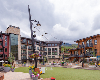 The outdoor multi-purpose activity courtyard features our mounted luminaires on an aluminum lighting pole system. The Alex fixture mounting arm provides a clean aesthetic while providing necessary light for visitors and guests.