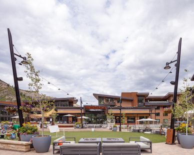 The versatile outdoor space features a variety of activities for all ages. We provided our Alex fixture mounting arm to mount luminaires while adding a splash of modern design.