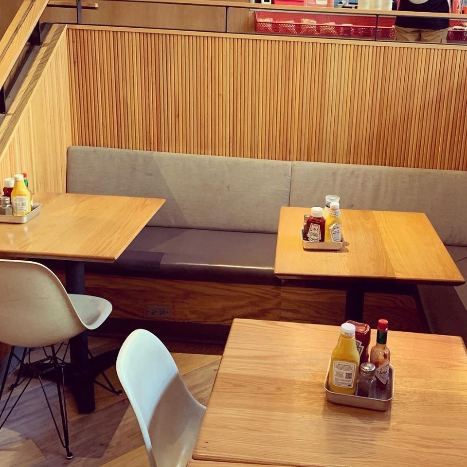 Schnipper's has completed the design of this restaurant with tambour wood panels, by Surfacing Solution.