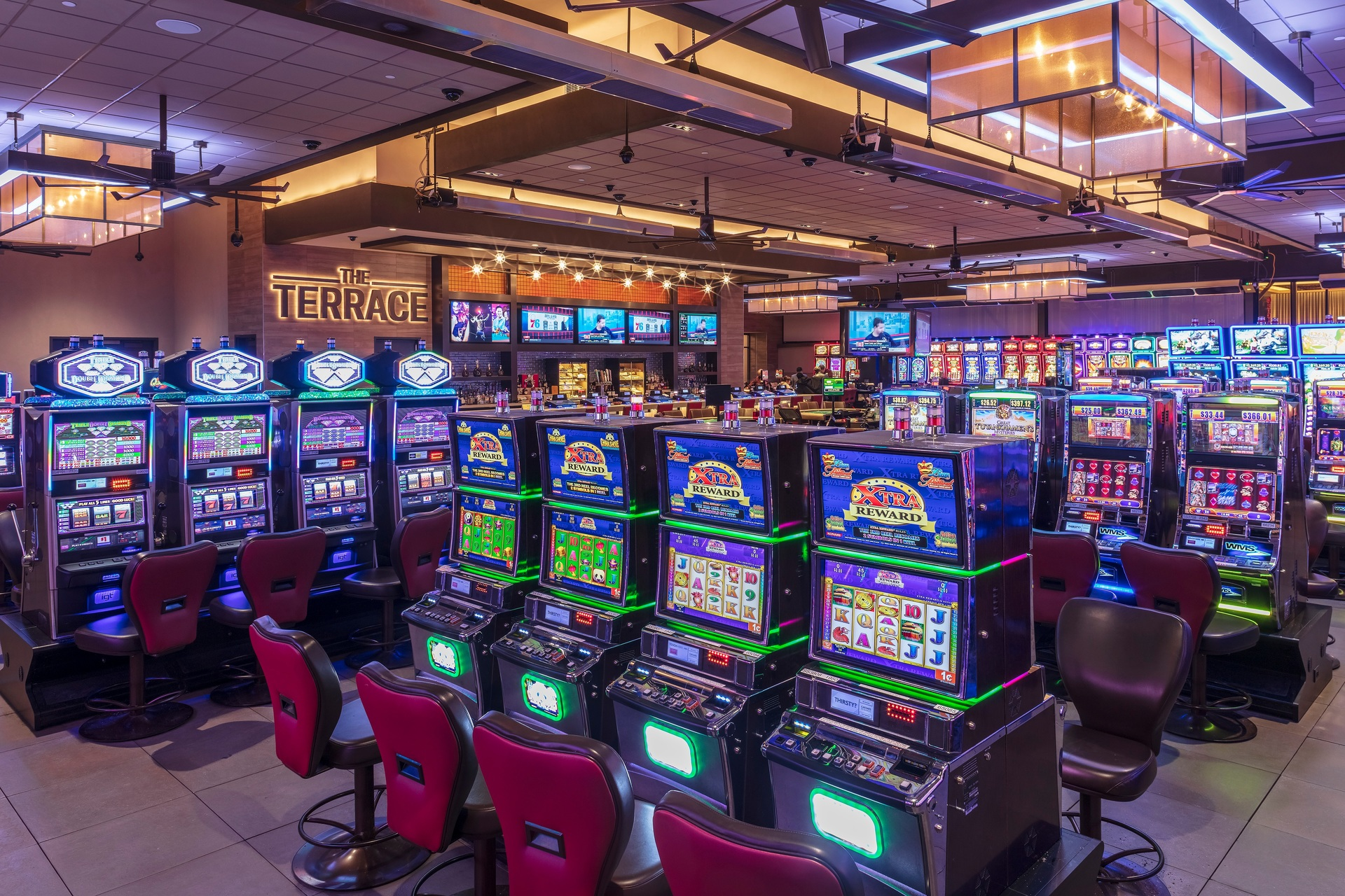 By continuing raised access floors from the indoor gaming area to the outdoor Terrace, Horseshoe Casino was able to replicate their indoor underfloor service distribution outside. This is an important feature for casinos that need easy access to power and the ability to rearrange game layouts often to keep up with trends and technology upgrades.