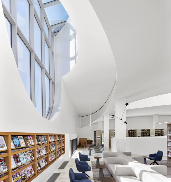 By placing the air distribution equipment under the floors instead of overhead, the library's designers were able to incorporate higher ceilings, bigger windows, and other architectural elements into their plan.