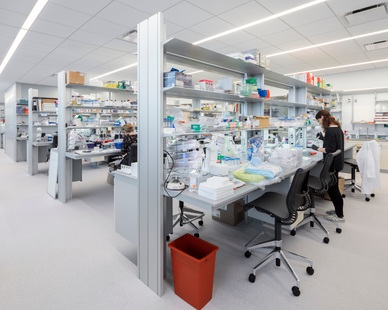 Tate Inc.'s raised access floors can be found throughout the new Stavros Niarchos Foundation–David Rockefeller River Campus at Rockefeller University in New York. The flooring system provides space for lab gasses, water and more to be supplied under the floor and directly to each individual lab bench.