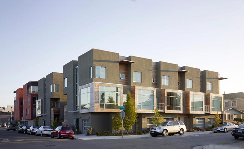 Exterior side view of the stunning Temescal Station Townhouses and Condos in Oakland, CA.