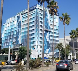 tension_structures_H_Hotel_Los_Angeles_,_Curio_Collection_by_Hilton_facade