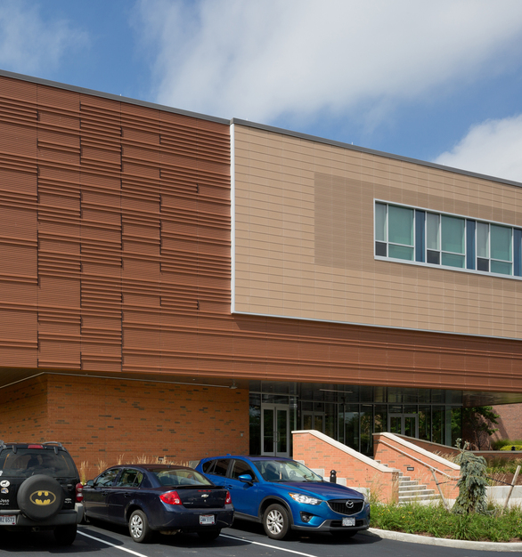 Piterak Slim Custom panels offer a modern look to the Kent State University Fine Arts Building Stark Campus.