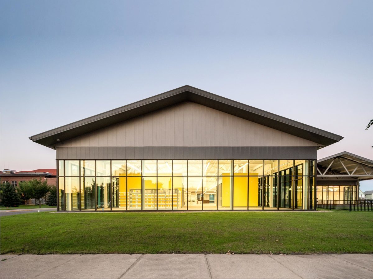 The glass wall revealing the insides of The K.O. Lee Aberdeen Public Library in Aberdeen, South Dakota, by CO-OP Architecture.