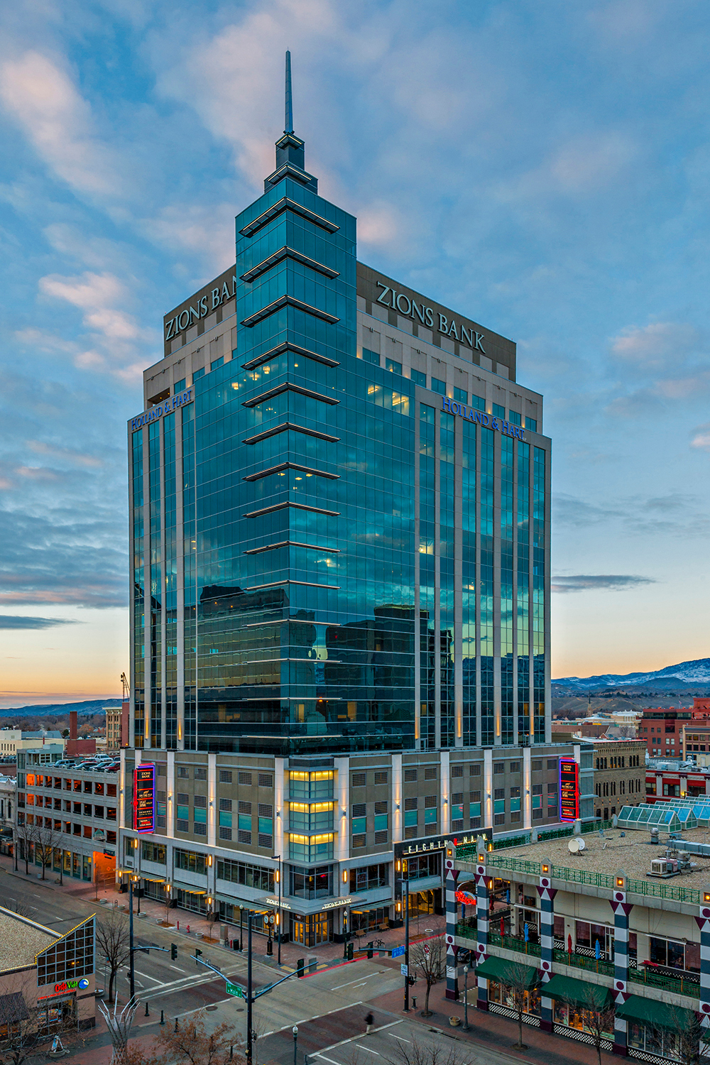 The sleek exterior design of Eighth & Main Zions Bank building is expertly fitted with Tubelite's 400 Curtainwall.   Photographer: Marc Walters Photography