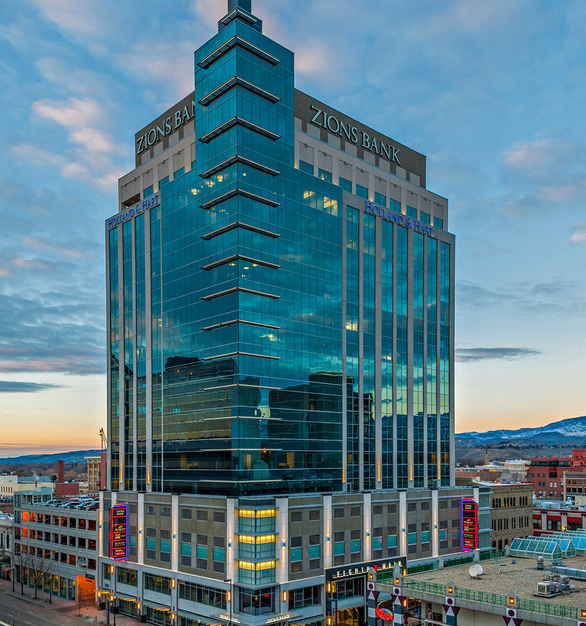 The sleek exterior design of Eighth & Main Zions Bank building is expertly fitted with Tubelite's 400 Curtainwall. 