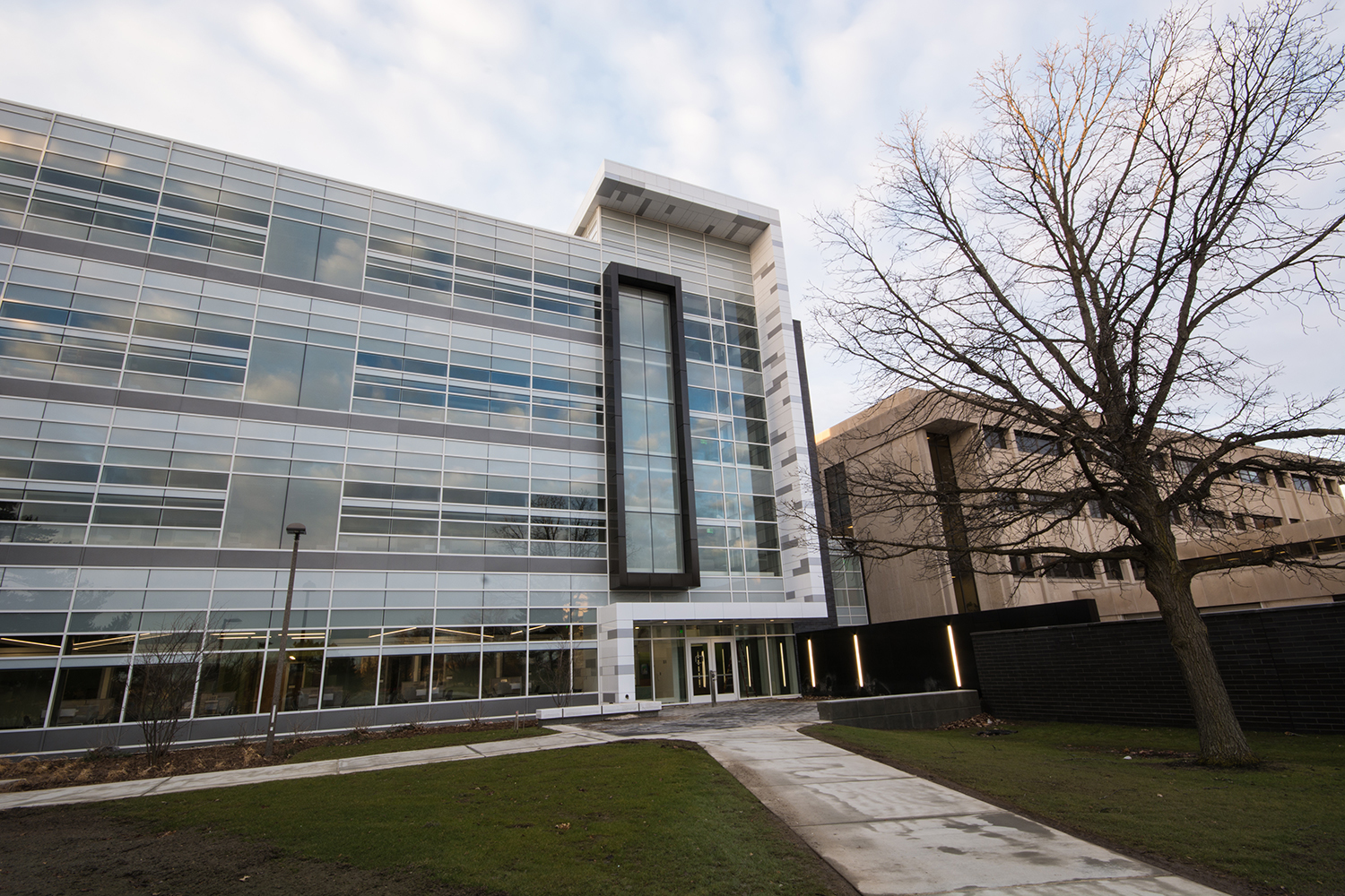 Stakeholders trusted in Tubelite's 400 Curtainwall to complete the MSU Bio Engineering Facility located in East Lansing, MI.