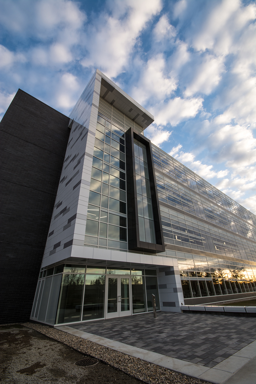 MSU Bio Engineering Facility collaborators chose the reliable 400 Curtainwall system by Tubelite to complete this project.