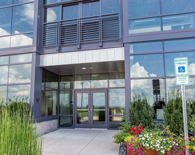 Welcoming entrance to the CitiView Office Park building located in Nashville, TN. Tubelite products were used to create window walls throughout the exterior.   Photography Credit:Andi Whiskey