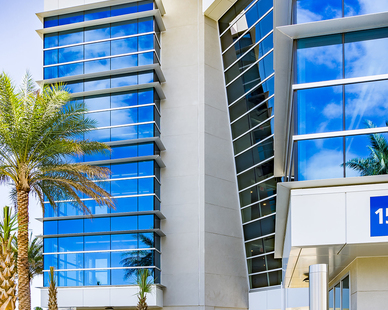 The curtainwall and storefront project in Daytona Beach, FL was expertly outfitted with 400 Curtainwall, 400SS Screw Spline Curtainwall Systems, 4500 Storefront Systems, and Medium Stile Door Entrance in clear anodized finish by Tubelite.  Photographer: Charles LeRette Photography