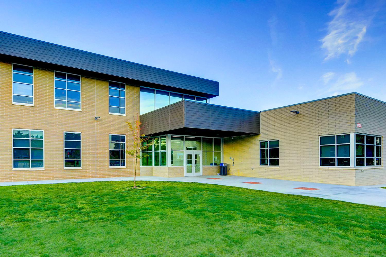 Emerald Elementary School features Tubelite's TU24650 to create a durable window system.  Photographer: Matt Puckett