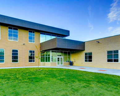 Emerald Elementary School features Tubelite's TU24650 to create a durable window system.