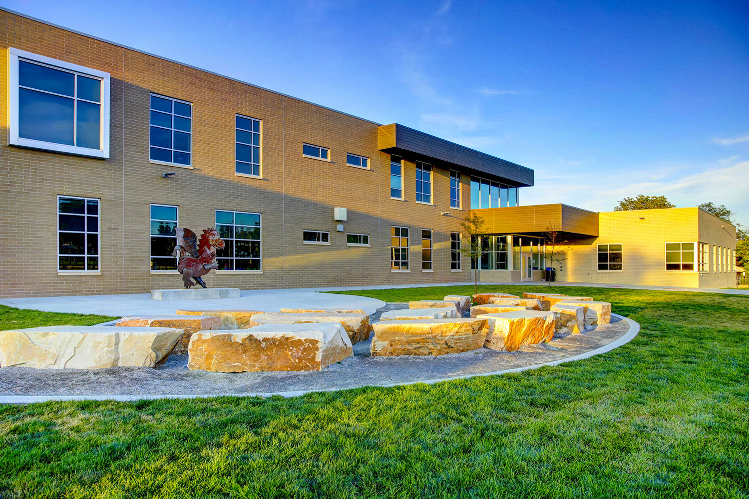 Tubelite used reliable products to complete this storefront and window project at Emerald Elementary School.  Photographer: Matt Puckett