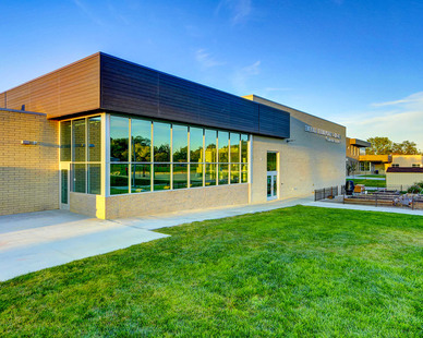 This storefront and window project in Broomfield, CO was outfitted with Tubelite's TU24650.