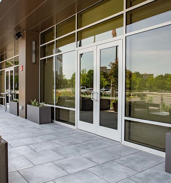 Hilton Cool Springs provides guests with a welcoming patio to enjoy. Tubelite's TerraPorte 7600 Terrace Door allows for guests easy come and go from the patio. 